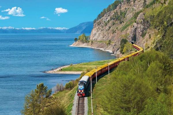 A  maior ferrovia do mundo, a Transiberiana, conecta a R\u00fassia europeia com as prov\u00edncias do extremo oriente do pa\u00eds