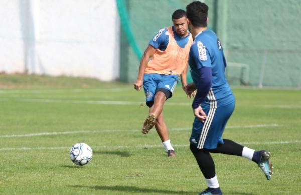 """""""Yan Sasse: retorno ao time titular ap\u00f3s suspens\u00e3o"""""""