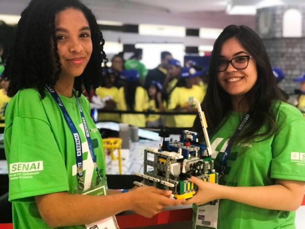 L\u00edvia Dami\u00e3o Vieira e Ana Paula Rocha integram uma das equipes que disputam a Olimp\u00edada do Conhecimento