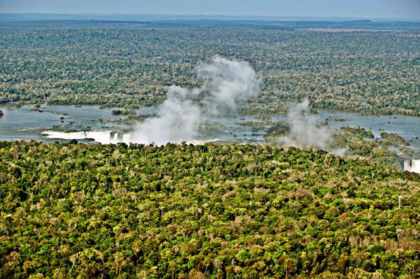 Parque Nacional do Igua\u00e7u\/ Denis Ferreira Netto