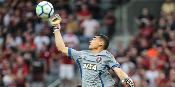 O goleiro Santos, do Atl\u00e9tico