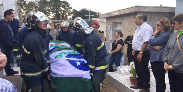 Corpo de Bernardo Carli \u00e9 enterrado em Guarapuava