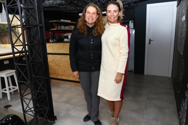"""""""Fernanda e Carolina, no Caf\u00e9 7 Espresso: apoio aos egressos"""""""