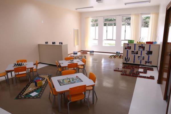 Decisão do STF deixa escolas e pais confusos sobre próximo ano letivo em Curitiba