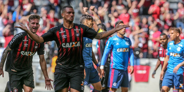 Z\u00e9 Ivaldo comemora o terceiro gol do Atl\u00e9tico