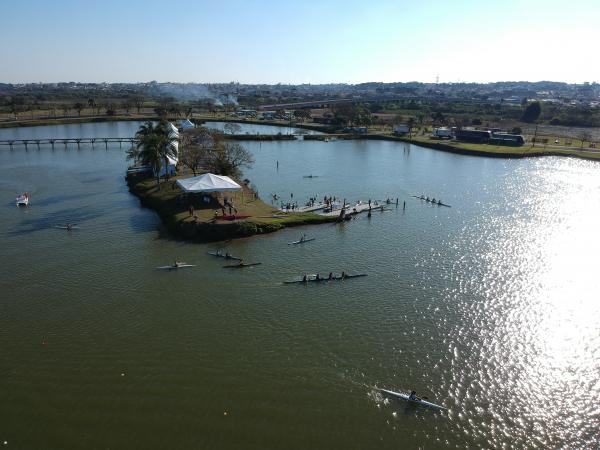 Atletas treinam no Parque N\u00e1utico, nessa quarta-feira, em Curitiba