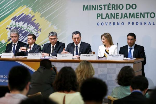 O ministro do Planejamento, Esteves Colgano, durante apresenta\u00e7\u00e3o do Or\u00e7amento da Uni\u00e3o para 2019