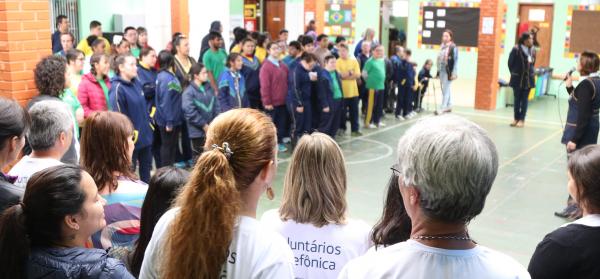 Volunt\u00e1rios de seis pa\u00edses participam de atividades com alunos de escola especial de Curitiba