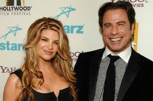 Kirstie Alley nega que John Travolta seja gay