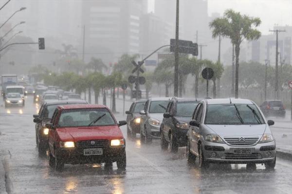 Capital teve dia com chuva fraca