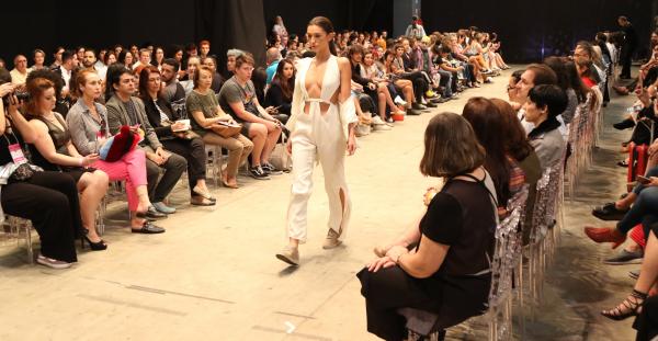 """Desfile de moda na quarta edi\u00e7\u00e3o do ID Fashion: gratuita e aberto ao p\u00fablico"""