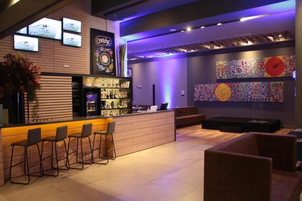 O hotel possui um restaurante peruano \u2013 Ceviche \u2013 aberto ao p\u00fablico 24 horas por dia
