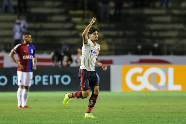 Lucas Paquet\u00e1 comemora gol sobre o Paran\u00e1 Clube