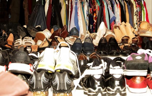 Bazares j\u00e1 realizados tinham at\u00e9 roupa de grife