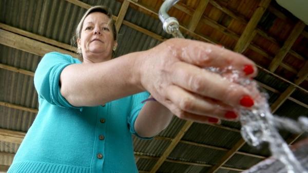Cirlei de Oliveira, moradora do distrito da Fazendinha, no munic\u00edpio de Rio Negro