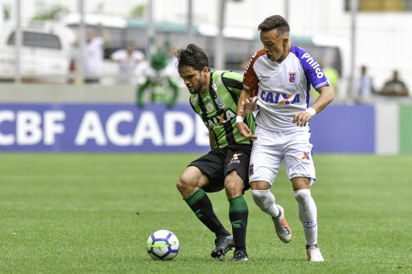 5e90f1a721e51 Paraná Clube tem jogador expulso