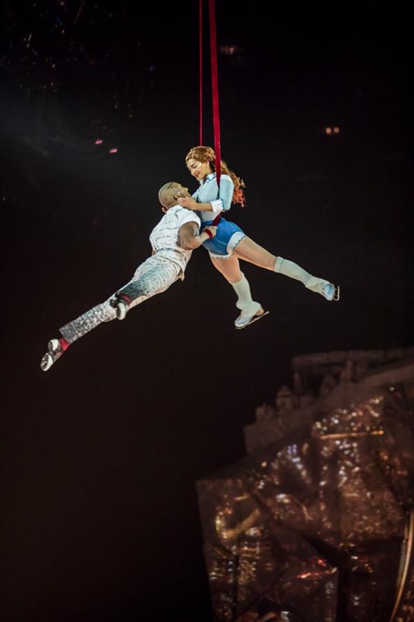 """O Cirque du Soleil explorou a ess\u00eancia da patina\u00e7\u00e3o com acrobacias em uma camada de gelo"""","""""""