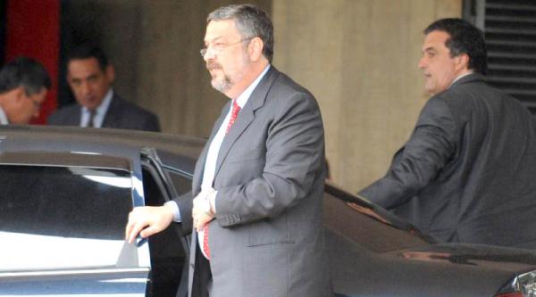 """""""Beto Richa (PSDB): defesa alega que tucano j\u00e1 pagou multa"""""""