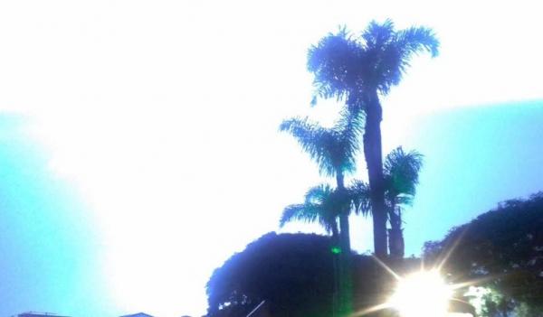 Raio ilumina a noite em Curitiba