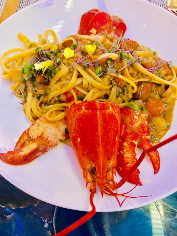 """""""Pratos autorais do chef Tasos: Linguini com lagosta uma combina\u00e7\u00e3o perfeita..."""""""