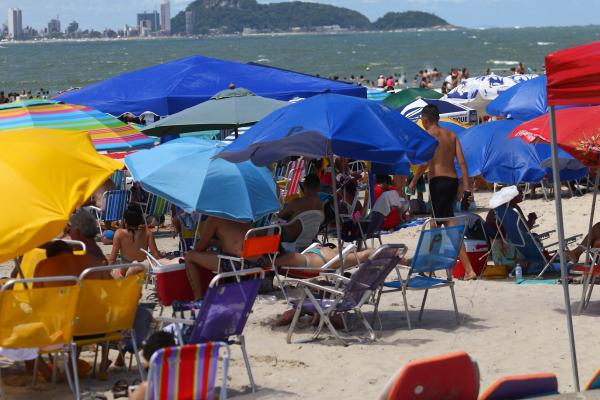 Temporada na praia, verão e Natal: tudo junto e misturado