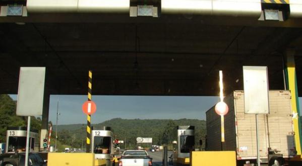 Motorista enfrenta congestionamento na saída de Curitiba para o interior do Paraná