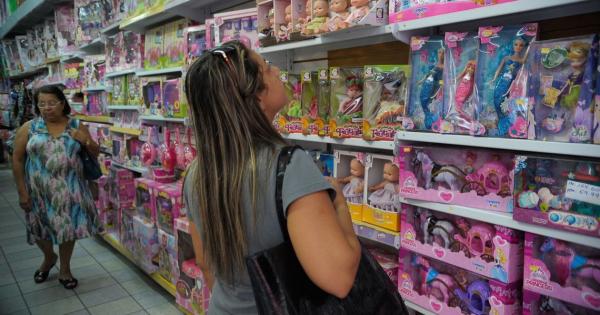 Pais precisam ficar atentos a segurança dos filhos na hora de comprar presentes de Natal