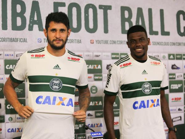 """""""Bruno Moraes e Abner s\u00e3o apresentados \u00e0 imprensa: refor\u00e7os para a S\u00e9rie B"""""""