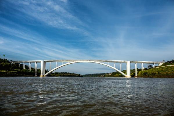 Ponte Internacional da Amizade, principal liga\u00e7\u00e3o entre o Brasil e o Paraguai