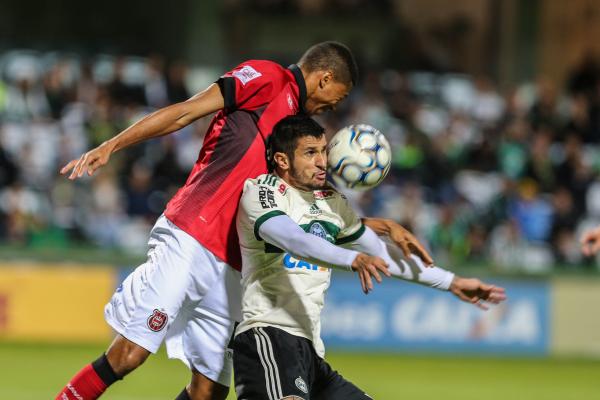 """""""Bruno Moraes enfrenta o Brasil-RS: nenhum gol em cinco jogos"""""""