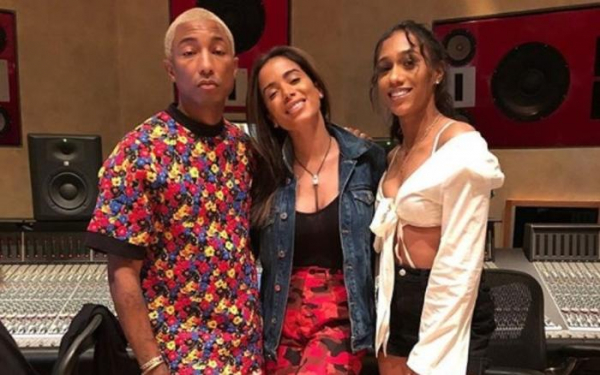 Anitta publica foto de encontro com Pharrell Williams