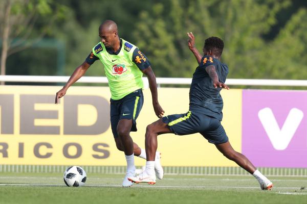 Fernandinho e Fred no treino da sele\u00e7\u00e3o dessa segunda-feira