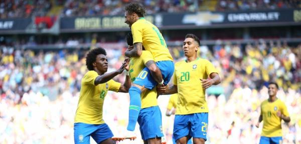 """""""Neymar: gola\u00e7o no retorno \u00e0 sele\u00e7\u00e3o depois de cirurgia"""""""
