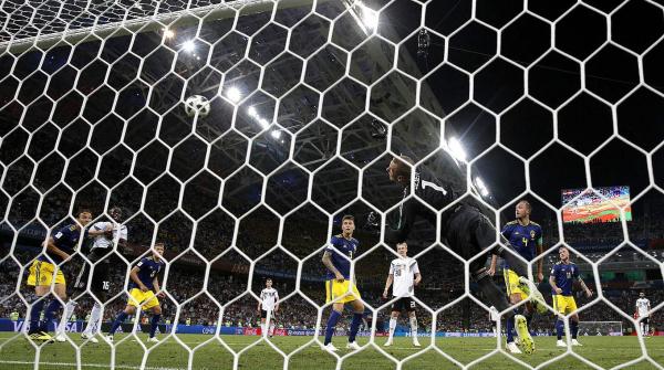 No sufoco, Alemanha vence Suécia com golaço de falta no fim