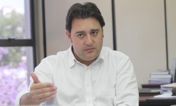Ratinho Junior lidera na disputa ao Palácio Iguaçu