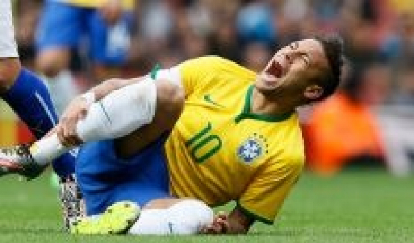 'Desafio do Neymar' viraliza e imagens de pessoas rolando no chão viram hit