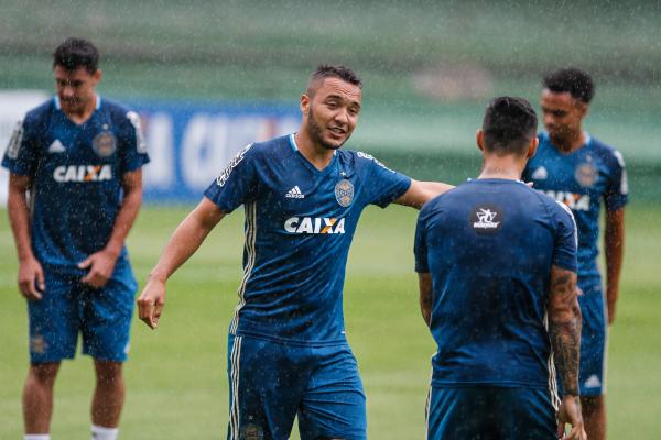 """""""Alex Alves: jogador do Coritiba com mais faltas cometidas e mais cart\u00f5es amarelos"""""""