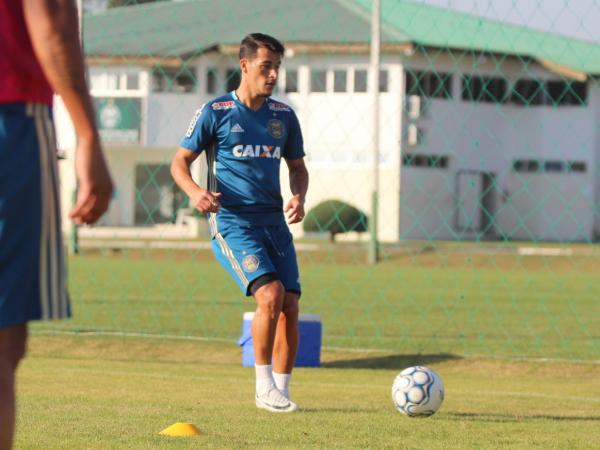"""""""Belusso: ele treinou como titular no s\u00e1bado"""""""