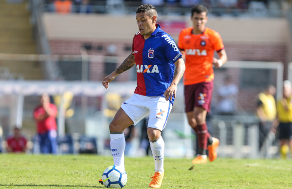 """""""O meia Carlos Eduardo: prov\u00e1vel titular contra o Vit\u00f3ria"""""""