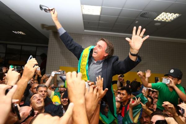 Resultado de imagem para Fotos da Convencao do PSL com Bolsonaro