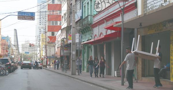 139625528 Rua Riachuelo concentra lojas de m u00f3veis e brech u00f3s