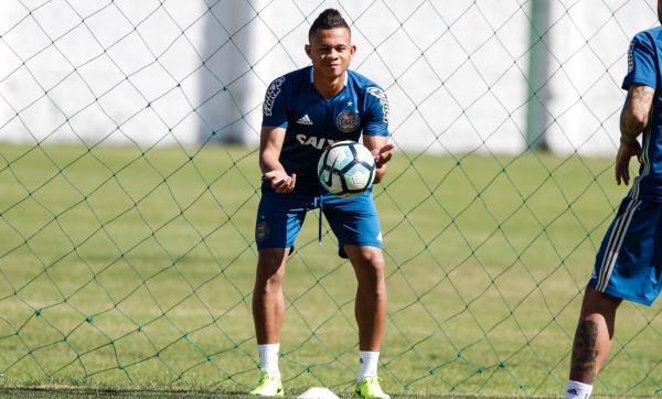 O lateral Rodrigo Ramos