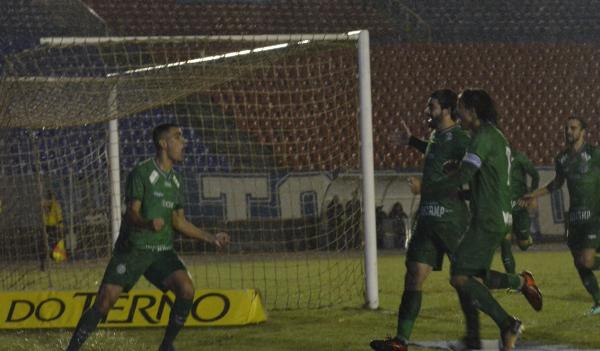 Guarani comemora gol sobre o Londrina