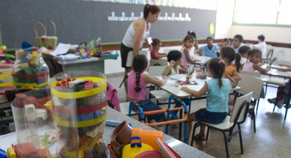 Lanche escolar deve ser fonte de nutrientes, e n\u00e3o servir s\u00f3 para\u00a0matar a fome dos pequenos
