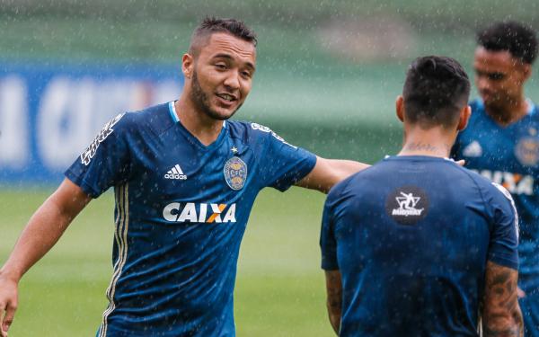 """""""Alex Alves: op\u00e7\u00e3o para a zaga """""""