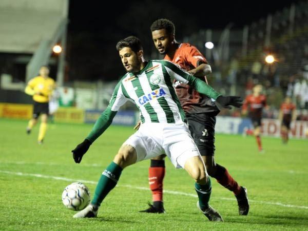Bruno Moraes, do Coritiba, enfrenta a marca\u00e7\u00e3o do Brasil-RS