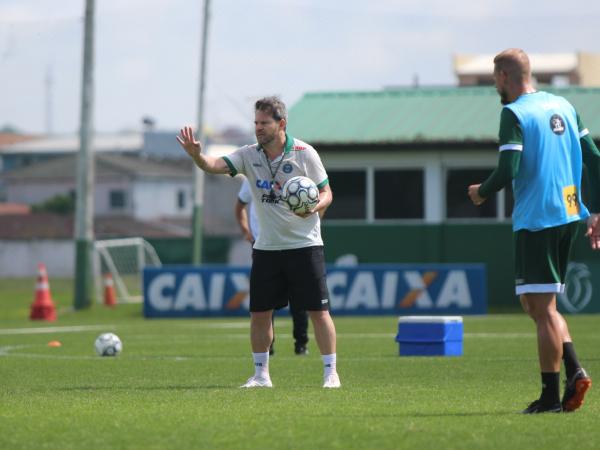 Argel comanda treino no Coritiba