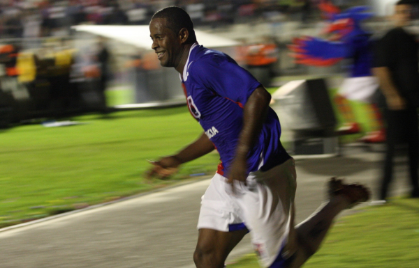 """""""Joelson comemora gol: ele marcou na \u00faltima vit\u00f3ria do Paran\u00e1 sobre o Atl\u00e9tico na Arena"""""""