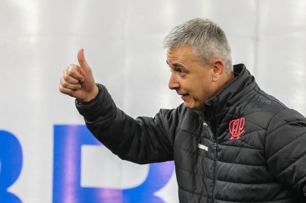 """""""Tiago Nunes: melhor ataque do per\u00edodo P\u00f3s-Copa"""""""