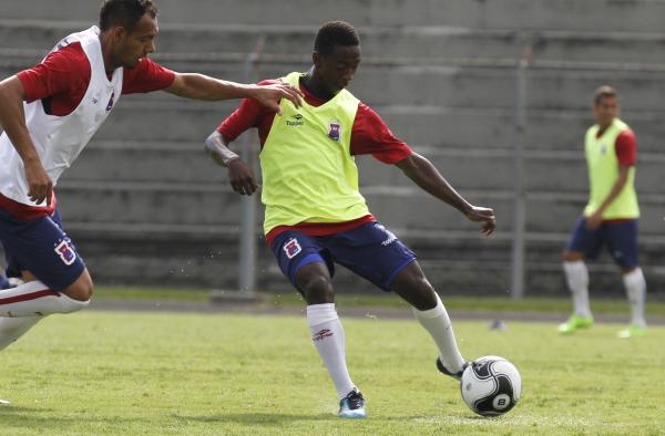 Jogador do Paraná Clube é convocado para treinar com a seleção de Tite 0f6dc0e480e43
